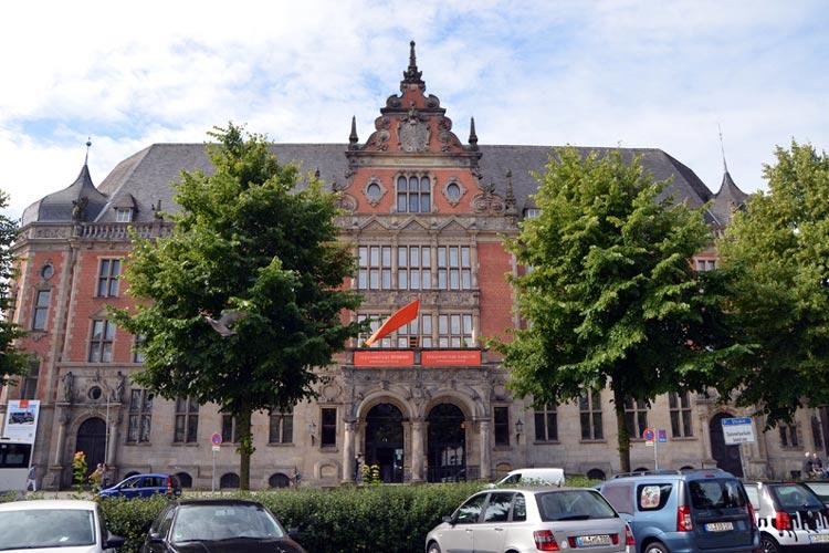 Die ehemalige kaiserliche Post am Stautorkreisel in Oldenburg füllt sich mit Leben.