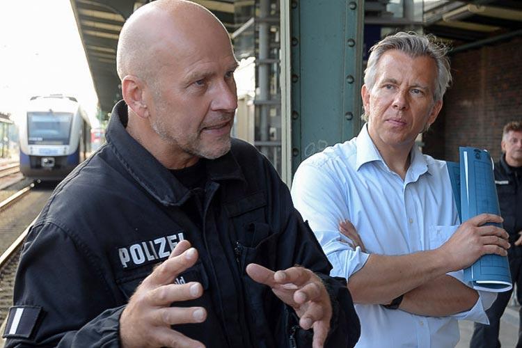 Hundertschaftsführer Ronald Sieghold und Polizeisprecher Karsten Wolff.