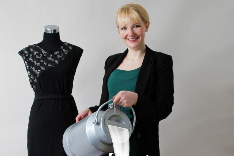 Anke Domaske stellt Kleider und andere Artikel aus Milch her.