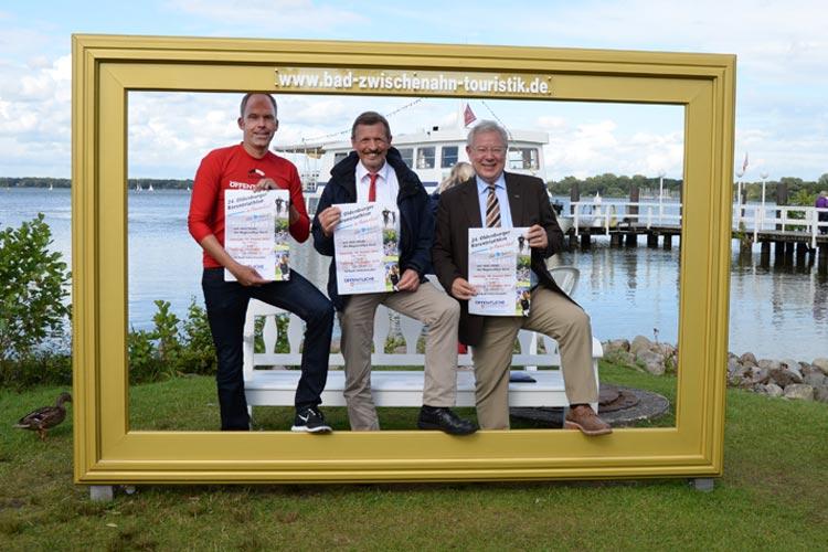 Organisator Falk Ohlenbusch, Kurdirektor Peter Schulze und Bürgermeister Dr. Arno Schilling (von links) wünschen sich eine störungsfreie Triathlon-Veranstaltung.