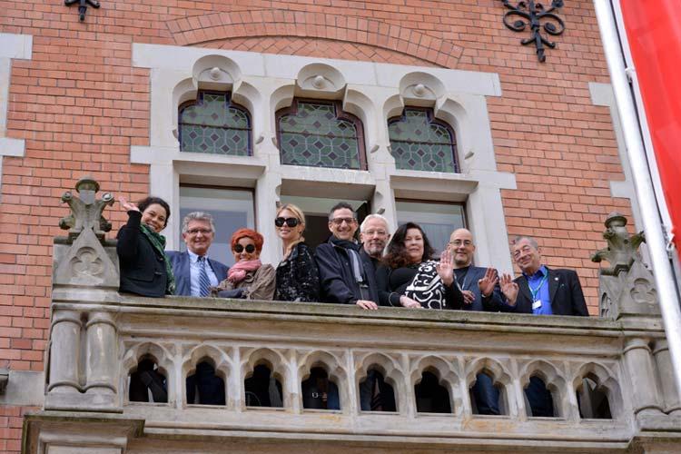 Nachmittags folgten die Filmfest Gäste einer Einladung ins Rathaus. Oberbürgermeister Gerd Schwandner hatte zu Kaffee und Kuchen geladen. Leider konnte Sean Young daran nicht teilnehmen, ihr Flieger hatte Verspätung.