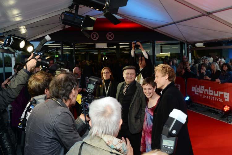Regisseur Christian Frosch, Hauptdarstellerin Victoria Schulz, Hauptdarsteller Anton Spieker stellten am Eröffnungsabend des Oldenburger Filmfestes ihren Film Von jetzt an kein Zurück vor.