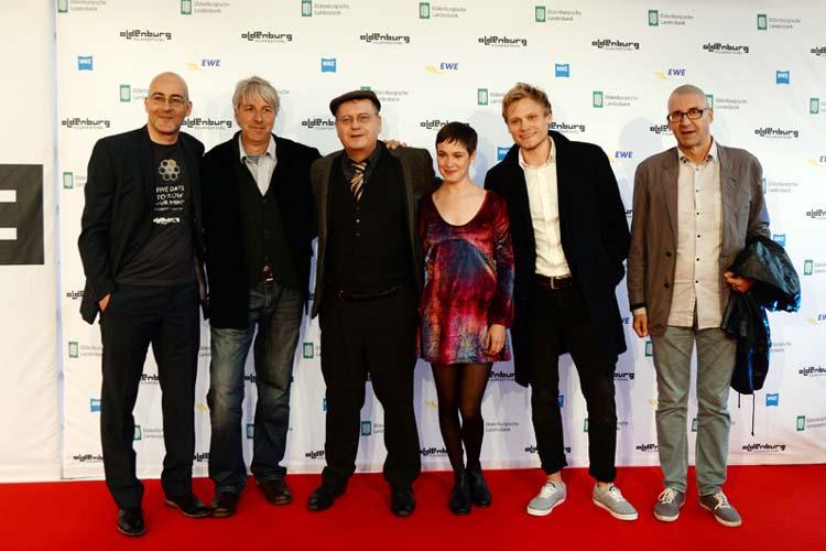 Filmfestchef Torsten Neumann begrüßte Produzent Jost Hering, Regisseur Christian Frosch, Schauspielerin Victoria Schulz, Schauspieler Anton Spieker und Co-Produzent Mathias Vorberg.