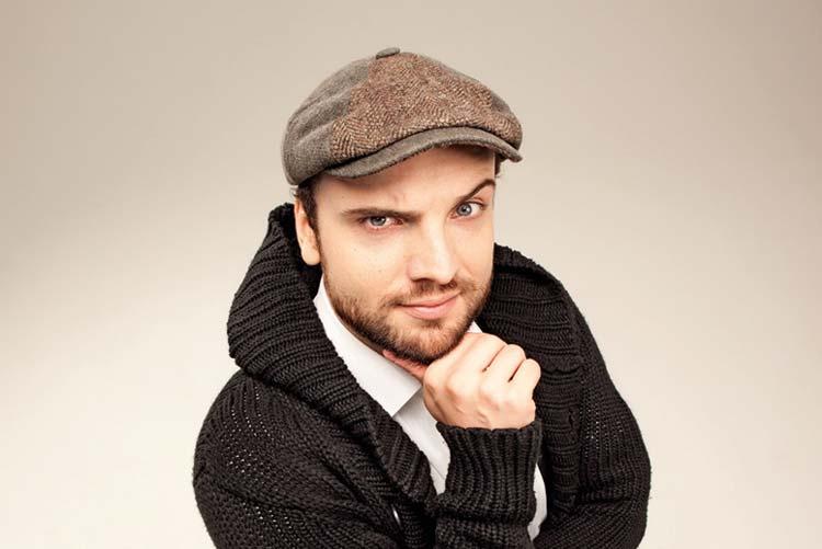 Ingmar Stadelmann stellt sein Programm bei der Komischen Nacht solo-spezial im Headcrash in Oldenburg vor.