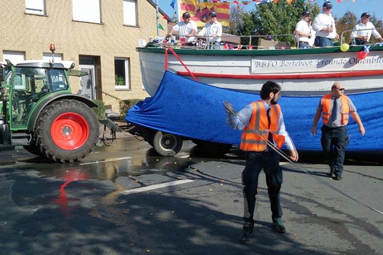 An der Ecke Schützenhofstraße / Bremer Straße kam es während des Kramermarktsumzugs zu einem Unfall.