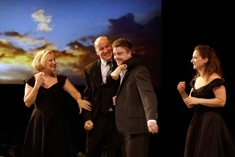 Die erste Schauspielpremiere von Alle meine Söhne im Oldenburgischen Staatstheater des neuen Oberspielleiters Peter Hailer war ein Erfolg.