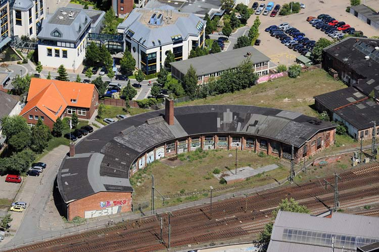 Auf dem EWE-Gelände steht der alte Ringlokschuppen, für den sich jetzt ein Investor aus Westerstede interessiert.