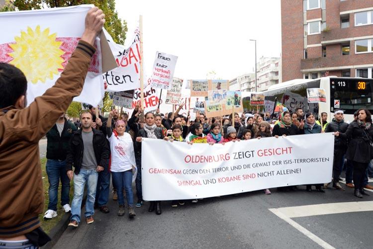 Unter dem Motto Oldenburg zeigt Gesicht wurde gegen die Terrormiliz Islamischer Staat (IS) und zur Solidarität mit Syrien und Nordirak demonstriert.