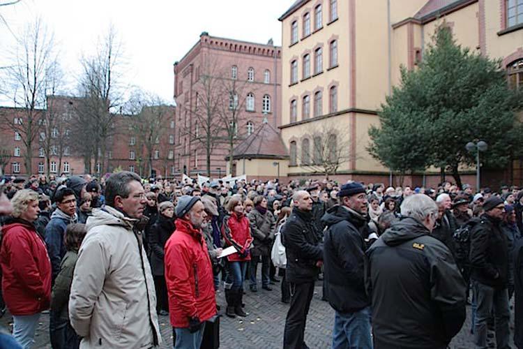 Jedes Jahr am 10. November erinnern die Oldenburger an den Judengang und gehen ihn nach.