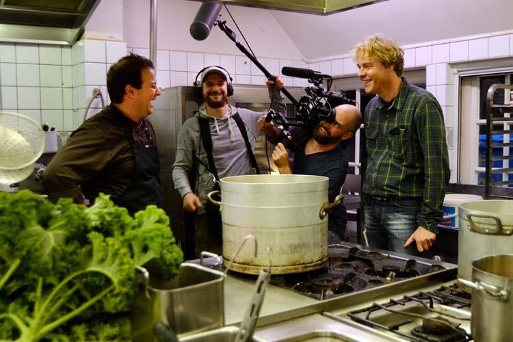 In der Küche des Bümmersteder Kruges ging ein Fernsehteam von Galileo (ProSieben) der Frage nach, ob Oldenburger Grünkohl in New York punkten kann.