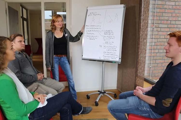 Die Stiftung Evangelischer Hospizdienst aus Oldenburg hat mit ihrem Projekt www.da-sein.de den Sonderpreis des Niedersächsischen Gesundheitspreises 2014 verliehen bekommen.