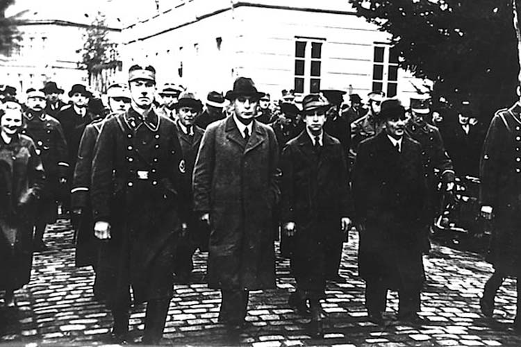 Vom 9. auf den 10. November wurden in Oldenburg jüdische Männer von den Nazis durch die Stadt zum Gefängnis getrieben.