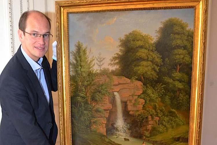 Prof. Dr. Rainer Stamm präsentiert im Oldenburger Landesmuseums für Kunst und Kulturgeschichte das Gemälde von Ludwig Philipp Strack, einer Schenkung aus einer Privatsammlung in Schleswig-Holstein.