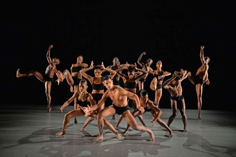 Heute wurde das Programm der 12. Internationalen Tanztage des Oldenburgischen Staatstheaters mit einem Tanztag, Partys und Workshops vorgestellt. Vom 17. bis zum 26. April werden zwölf Compagnien aus elf Ländern von drei Kontinenten Tanz in vielfältigen Formen präsentieren.
