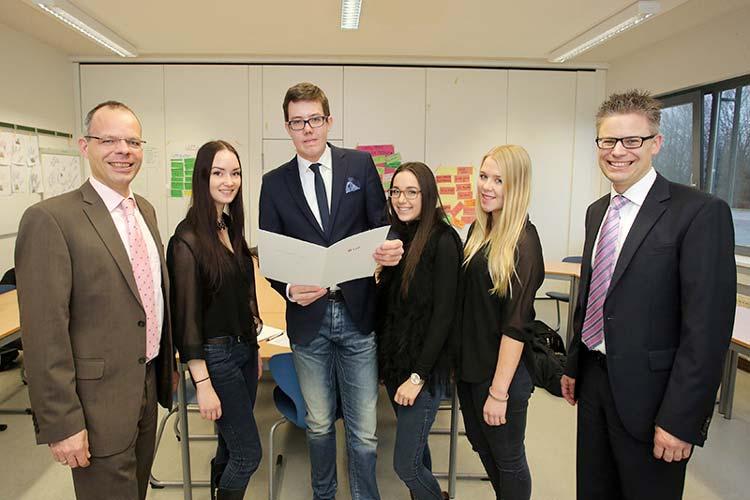 Schüler der BBS Wechloy führen in diesem Jahr ein Projekt zum Thema Generation X – Das Internet als geeignetes absatzpolitisches Instrumentarium für Bankdienstleistungen der LzO mit der Landessparkasse zu Oldenburg (LzO) durch.