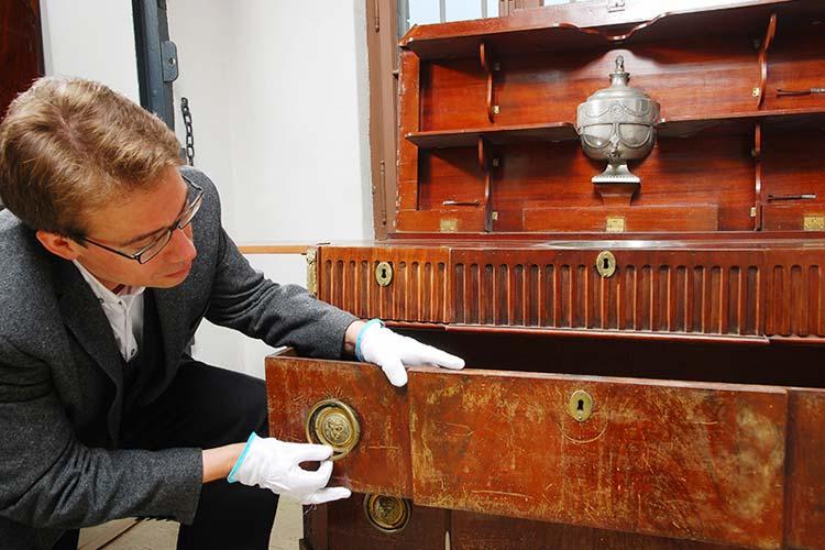 Der Provenienzforscher Dr. Markus Kenzler ist auch ein Musealog-Teilnehmer gewesen und heute im Oldenburger Landesmuseum für Kunst und Kulturgeschichte tätig. Für ihn war die Fortbildungsmaßnahme das Sprungbrett ins Berufsleben.