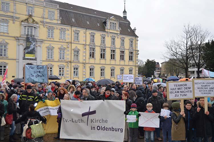 Die Abschlusskundgebung fand auf dem Schlossplatz statt.