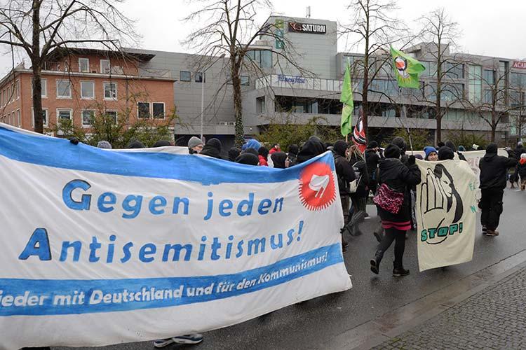 Der Vorsitzende der Bildungsgewerkschaft GEW Kreisverband Oldenburg-Stadt, Heinz Bührmann, freute sich über die zahlreichen Unterzeichner des Demo-Aufrufes und lobte insbesondere das Engagement der Alhambra-Szene.