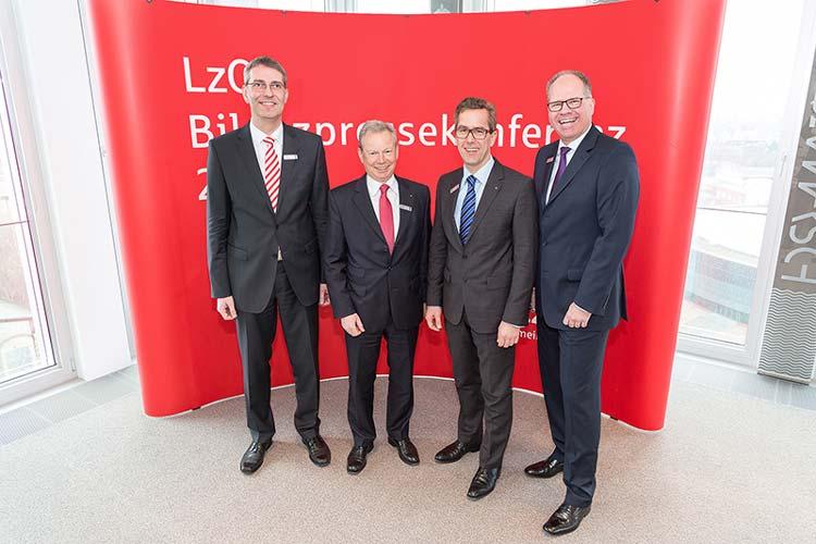 Stellten die LzO-Bilanz für 2014 vor: Jürgen Rauber, Vorstandsmitglied, Gerhard Fiand, Vorsitzender des Vorstands, Harald Tölle, stellvertretender Vorsitzender des Vorstands, Michael Thanheiser, Vorstandsmitglied.