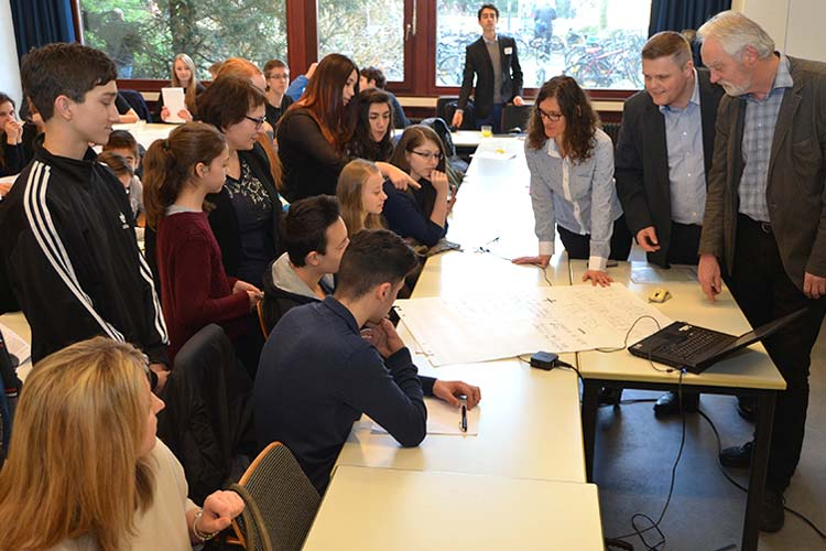 36 Schüler aus Polen, Bulgarien und Deutschland mit ihren Begleitern befinden sich eine Woche in der Denkwerkstatt.