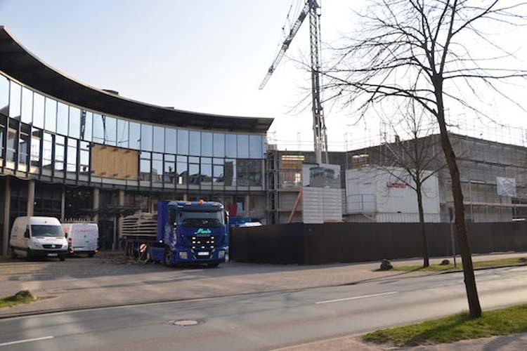 Die Landeszentralbank in Oldenburg am Stau erhält einen Anbau, der im Herbst bezugsfertig sein soll.
