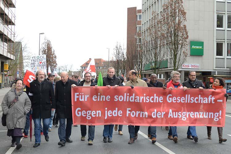 Am Welttag gegen Rassismus gingen in Oldenburg mehr als 1000 Bürgerinnen und Bürger auf die Straße, um gegen Ausgrenzung zu demonstrieren.