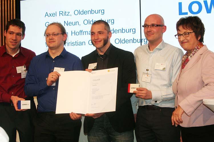 Staatssekretärin Brigitte Zypries gratuliert Henning Hoffmann, Wolf-Christian Gantert, Axel Ritz und Guido Neun von LOWOTEC.