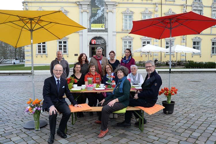 Die Vertreterinnen und Vertreter der Oldenburgischen Bürgerstiftung um den Vorstand Dietmar Schütz freuen sich auf viele Gäste zum 3. Oldenburger Bürgerbrunsch.