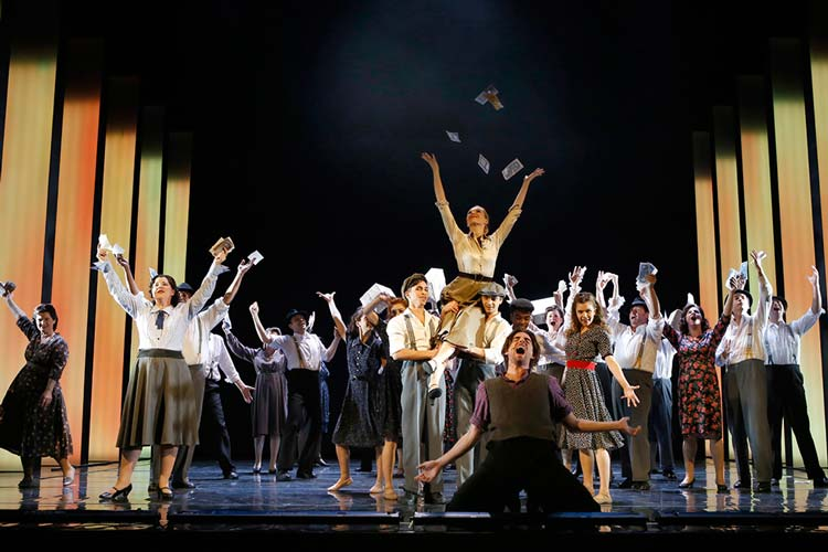 Das Musical Evita im Oldenburgischen Staatstheater entpuppt sich als Publikumsliebling.