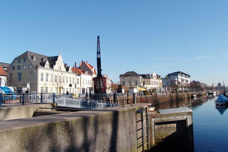 So wie auf der Nordseite des Oldenburger Stadthafens soll es auch auf der Südseite eine Promenade geben. Beide Wege wären dann durch die Eisenbahnbrücke miteinander verbunden.