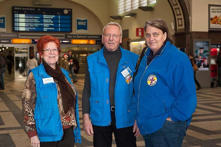 Marieta Freymuth, Lothar Barrelman und Doris Vogel-Grunwald arbeiten in der Bahnhofsmission Oldenburg.