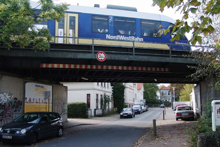 Neun Tage vor Ende seiner Amtszeit will Oldenburgs Oberbürgermeister mit Nachbarn und Vertretern von Institutionen über die Bahnthematik sprechen.
