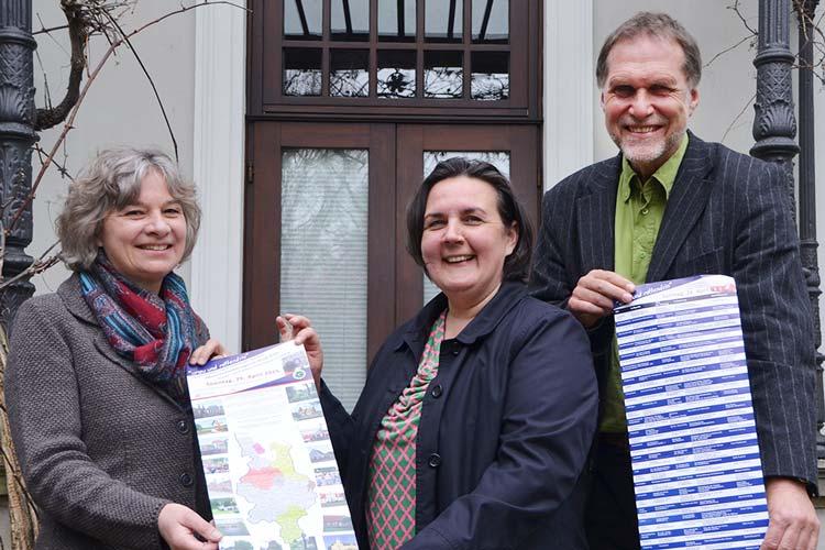 Dr. Natalie Geerlings von der Ländlichen Erwachsenenbildung  hat auch die Gästeführer Irmtraud Eilers und Bernd Munderloh geschult, die sich am Tag der Gästeführer auf viele Besucher freuen.