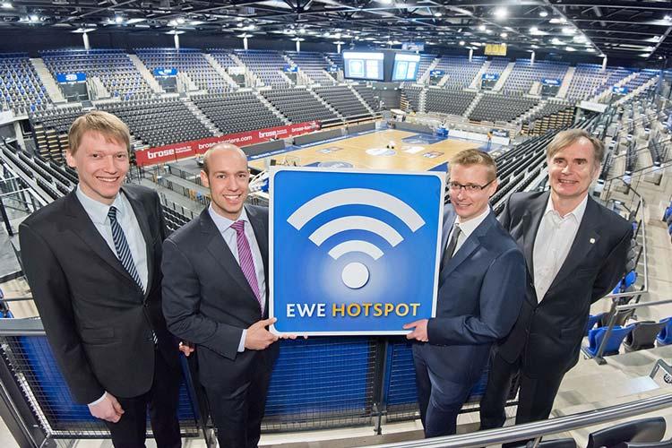 Arne Sextro, Sebastian Jurczyk, Hendrik Upgang und Dr. Claus Andresen strahlten heute bei der Vorstellung des neuen Hotspots in der EWE Arena.