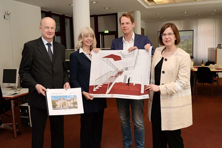 Klaus Wieting, Andrea Hoops, Claudius Grothoff und Corinna Roeder stellten das Konzept zum Umbau der Landesbibliothek Oldenburg vor.
