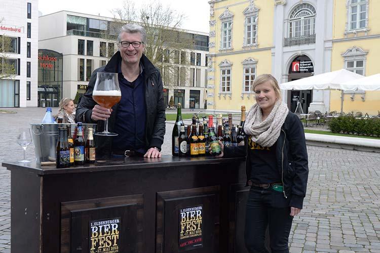 Michael Solms und Sina Born freuen sich, dass sie das Bierfest in Oldenburg veranstalten dürfen.