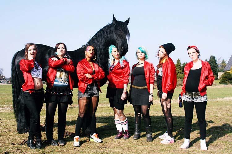 The toten Crackhuren im Kofferraum (The T.C.H.I.K) sind der Headliner des Apen Air Festivals.