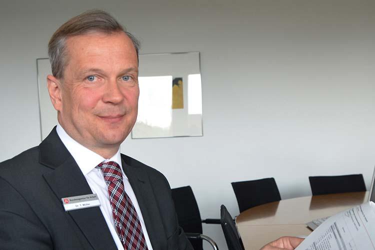 Dr. Thorsten Müller stellte die jüngsten Entwicklungen auf dem Arbeitsmarkt im Bereich Oldenburg-Wilhelmshaven vor.