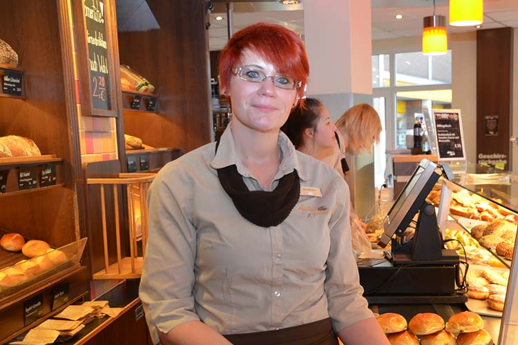 Weronika Baumann hat nach 1,5 Jahren ihre Ausbildung im Rahmen der Initiative Spätstarter der Agentur für Arbeit in Oldenburg bestanden.