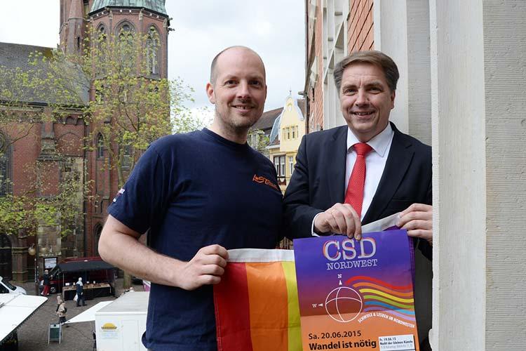 Kai Bölle und Jürgen Krogmann stellten den 2015er CSD-Programmreigen für Oldenburg vor.