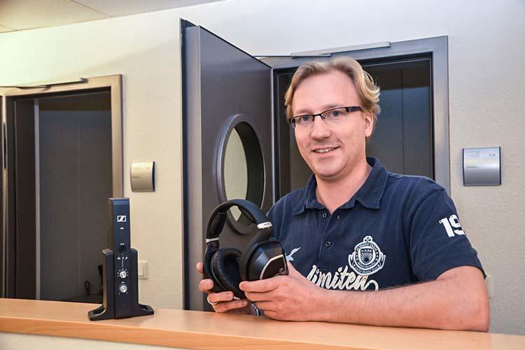 Der Wissenschaftler Dr. Jan Rennies entwickelte mit einer Projektgruppe vom Fraunhofer-Institut einen speziellen Kopfhörer für Sennheiser.