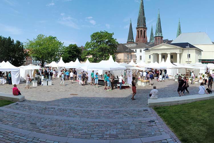 Der Nikolaimarkt mit seinen 85 Ständen verspricht Handwerkskunst auf höchstem Niveau auf dem Oldenburger Schlossplatz.