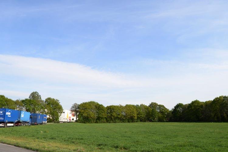 Die Firma Ostmann hat von der Stadt Oldenburg in Tweelbäke eine Gewerbefläche gekauft, um dort einen Gartenfachmarkt zu errichten.
