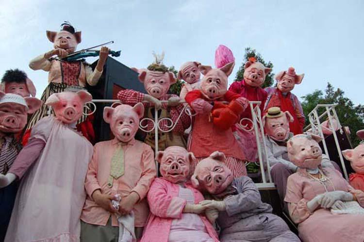 Eröffnet wird  der Oldenburger Kultursommer vom Maskentheater des Bremer Blaumeier-Ateliers mit ihrem Stück die Schweinebande.