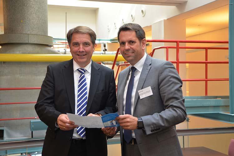 Oldenburgs Oberbürgermeister Jürgen Krogmann begrüßte Niedersachsens Wirtschaftsminister Olaf Lies zur Auftaktveranstaltung der Fachkräfte-Initiative in Oldenburg.