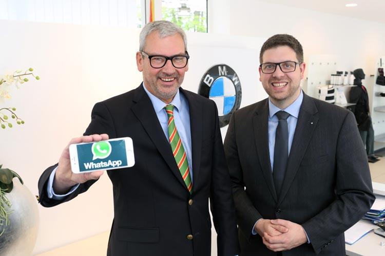 Tammo Kayser (BMW Freese-Gruppe) und Sascha Tebben (Tebben Consulting) fördern den Dialog mit Kunden – jetzt auch über WhatsApp.