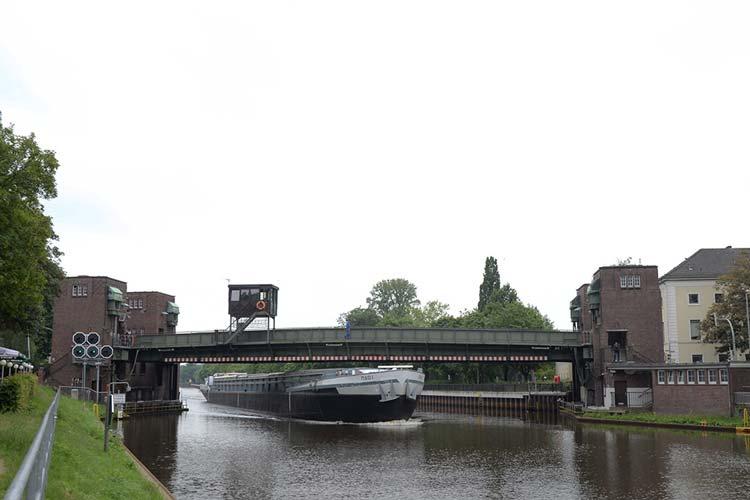 Die denkmalgeschützte Oldenburger Cäcilienbrücke ist marode und soll durch einen Neubau ersetzt werden.