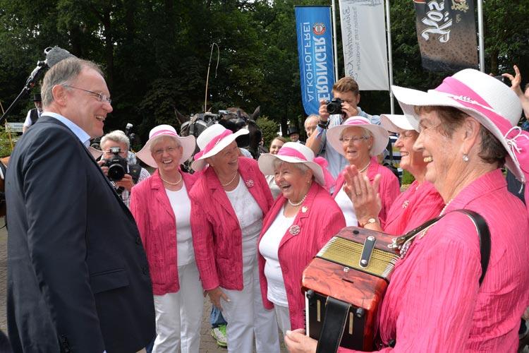 Als Ehrengast nahm Oldenburgs Kohlkönig Stephan Weil an dem Fest teil. Zu seiner Freude brachten ihm Die pfiffigen Sieben ein Ständchen.