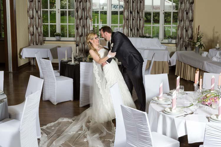 Für Hochzeiten bietet die Stadt Oldenburg fünf Räume für die Trauungszeremonie und zahlreiche Locations für das Hochzeitsfest, unter anderem im Bümmersteder Krug.