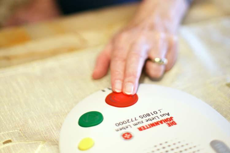 jDie Johanniter-Unfall-Hilfe will mit ihrem Hausnotrufgerät eine Alarmauslösung auf Sprachbasis ermöglichen und sucht dafür im Raum Oldenburg Testpersonen.
